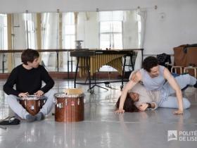 Estudantes da Dança e da Música juntos nos Estúdios Victor Córdon