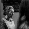 """Maria Barroso, no papel de Genoveva, na longa-metragem """"Benilde ou a Virgem Mãe"""" (1975) (Col. Cinemateca Portuguesa- Museu do Cinema)"""